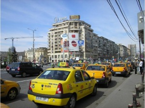 Yellow_taxis_at_Piata_Unirii_Bucharest